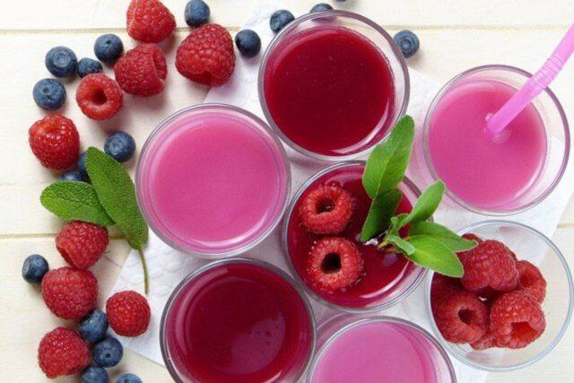 Koktajle owocowo-warzywne: dlaczego warto po nie sięgać?